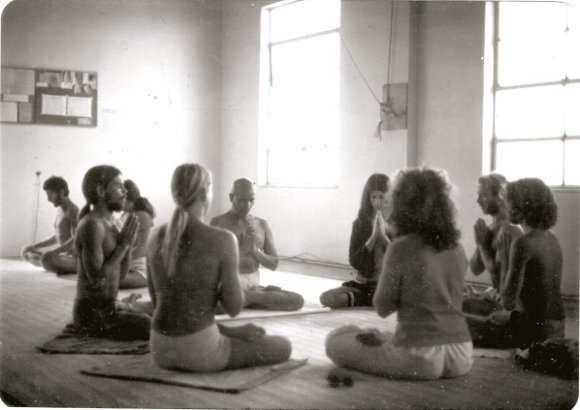 Old photo from 1975 Guruji's first trip to Encinitas, California. Pranayama circle with David Williams, David Swenson, Nancy Gilgoff, Brad Ramsey and 2 unknowns