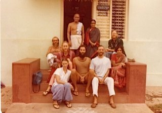 Prem's first trip to Mysore in 1979 (Brad Ramsey/Gary Lopedota, Pistaschio, Sherry, Hans and Prem)